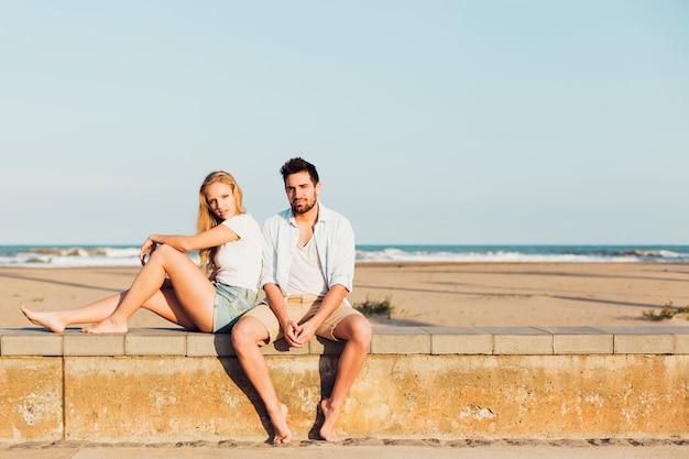 Coppia sulla spiaggia