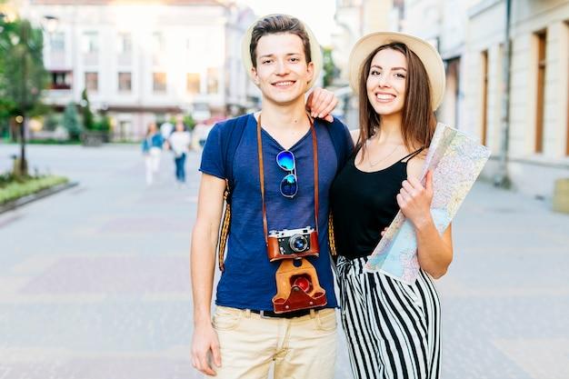 Coppia turistica in città