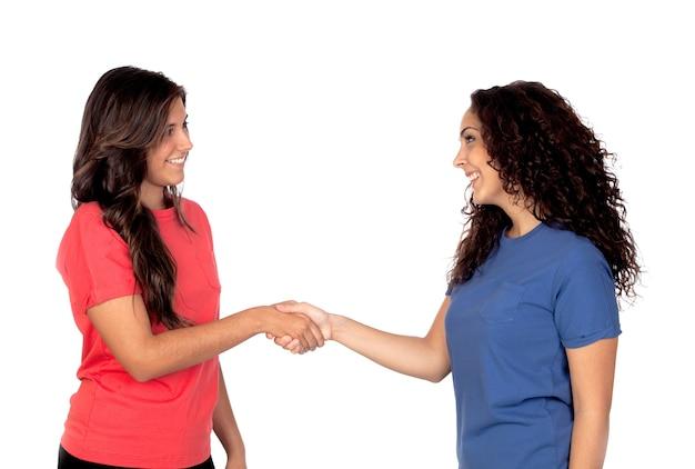 Coppie degli amici che agitano le mani isolate su fondo bianco