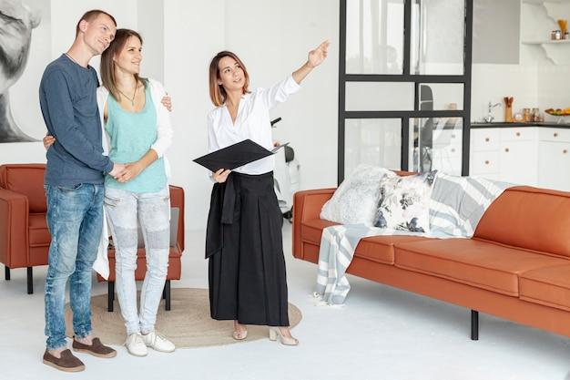 Coppie della possibilità remota che cercano una casa