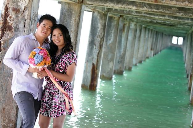 Coppie dolci in spiaggia