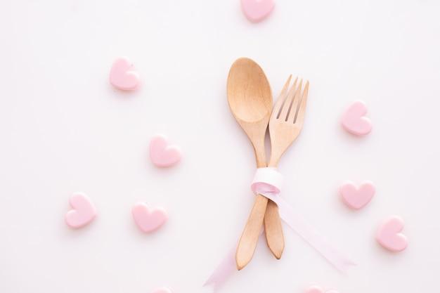 Coppie nel concetto di amore, priorità bassa di giorno dei biglietti di s. valentino.