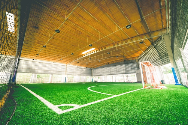 Corner line di un campo di allenamento calcistico indoor