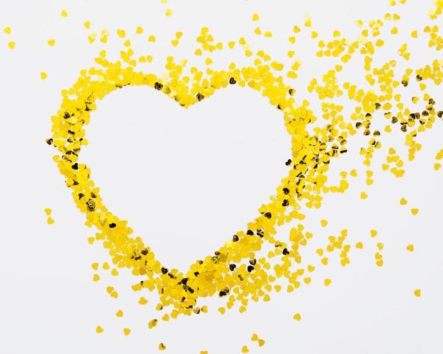 Cornice a forma d'oro su sfondo bianco