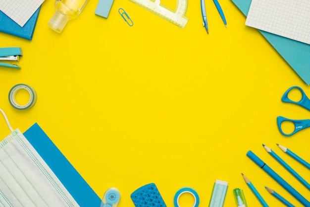 Cornice circolare con articoli per la scuola