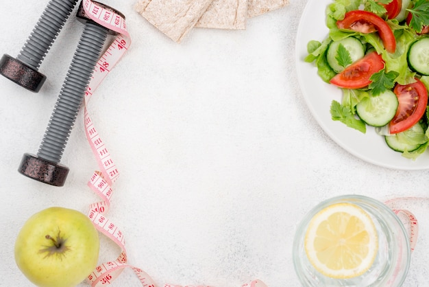Cornice circolare con cibo sano