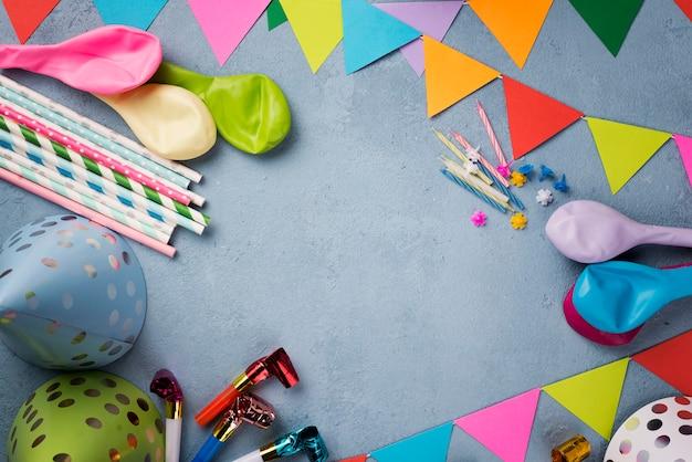 Cornice circolare piatta con ornamenti per feste