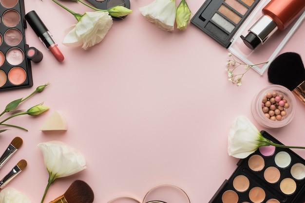 Cornice circolare piatta con sfondo rosa
