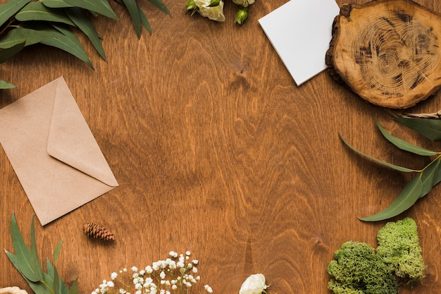 Cornice copia-spazio di ornamenti di nozze