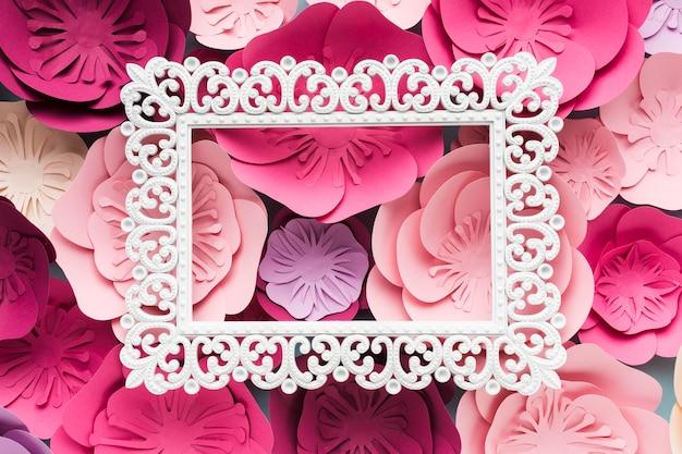Cornice di close-up con ornamento di carta floreale