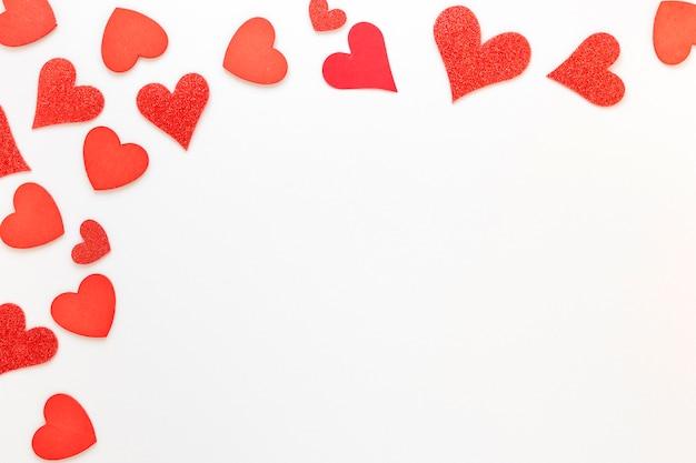 Cornice di cuori rossi per san valentino