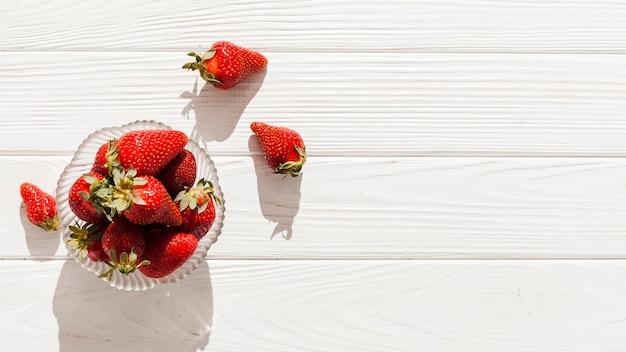 Cornice di fragole vista dall'alto