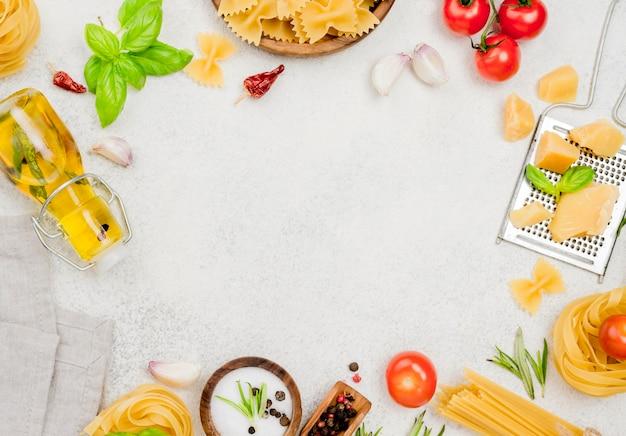 Cornice di ingredienti alimentari italiani