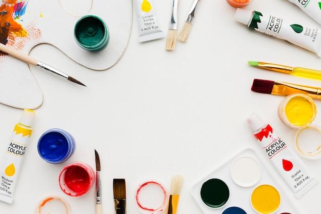 Cornice di oggetti di studio d'arte