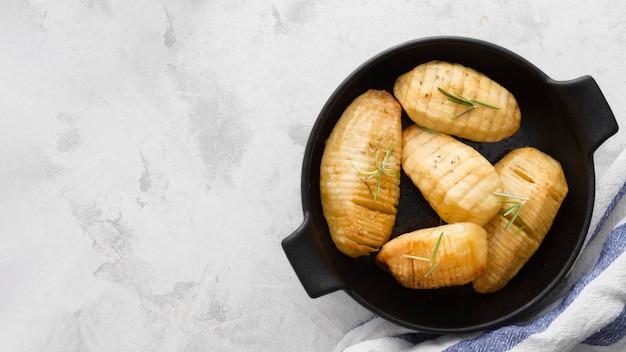 Cornice di patate vista dall'alto con copia-spazio
