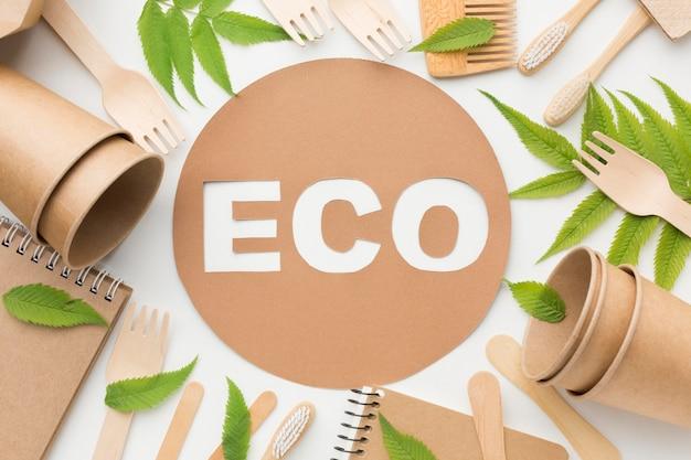 Cornice di prodotti ecologici sulla scrivania
