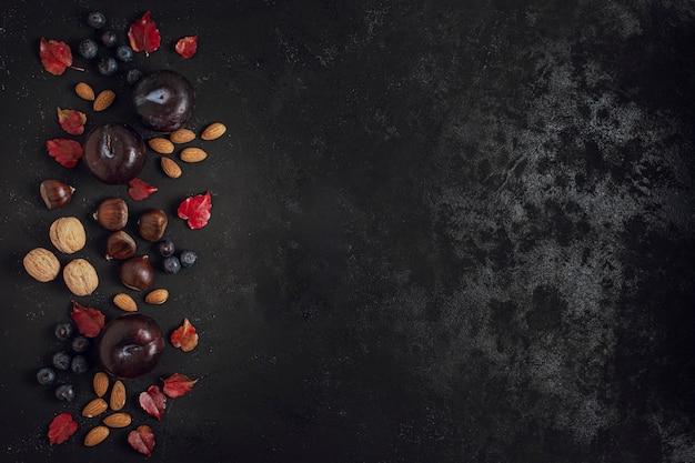 Cornice di snack deliziosi con spazio di copia