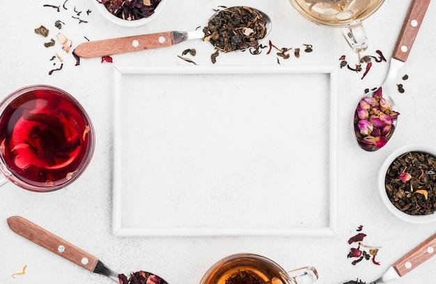 Cornice di tè ed erbe