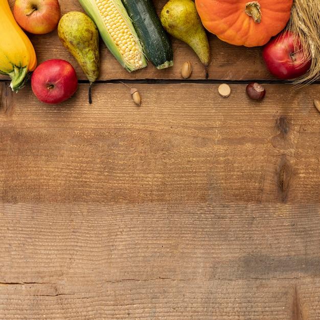 Cornice di zucche colorate con spazio di copia