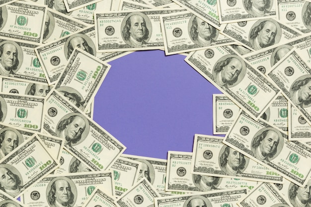 Cornice fatta di banconote da un dollaro