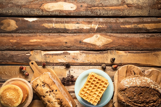 Cornice per alimenti piatti con prodotti da forno