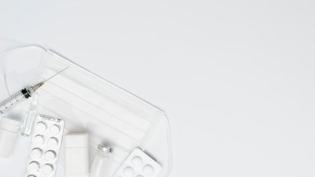 Cornice per maschera e vaccino con copia-spazio