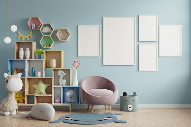 Cornice per poster in camera dei bambini, camera dei bambini, mockup di scuola materna, parete blu.