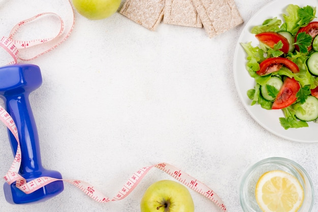 Cornice piatta con cibo sano