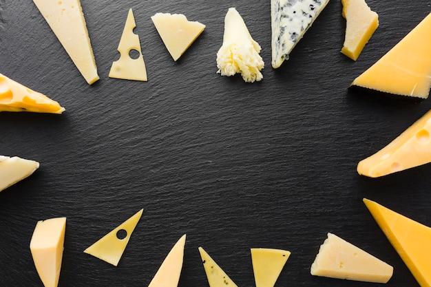 Cornice piatta di mix di formaggi