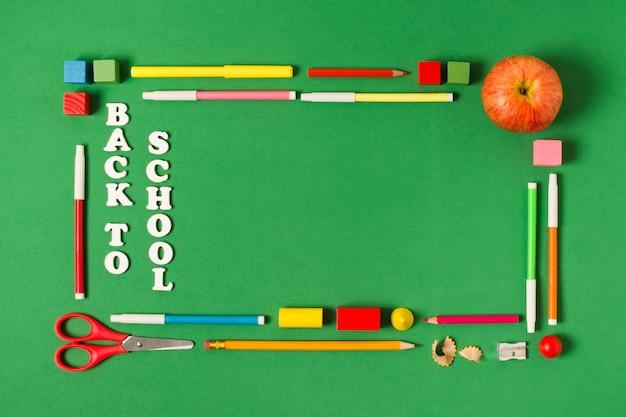 Cornice rettangolare con materiale scolastico