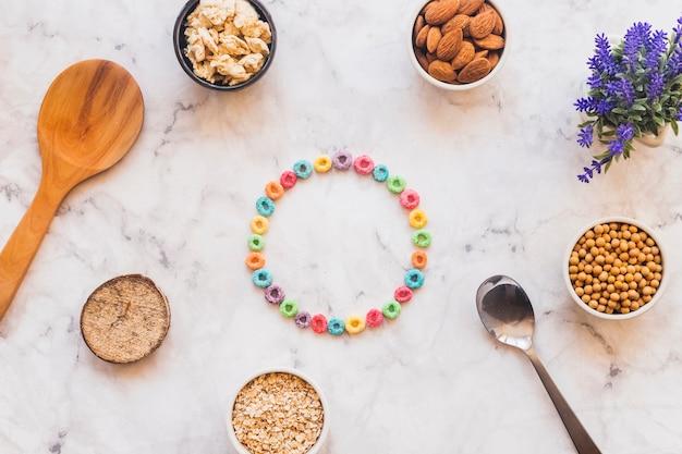 Cornice rotonda a base di cereali