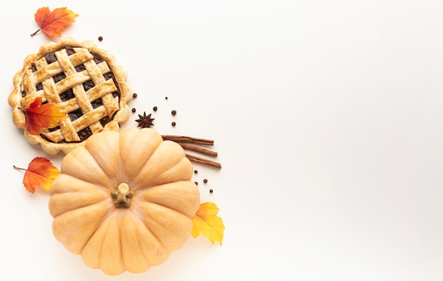 Cornice vista dall'alto con cibo del ringraziamento e copia-spazio
