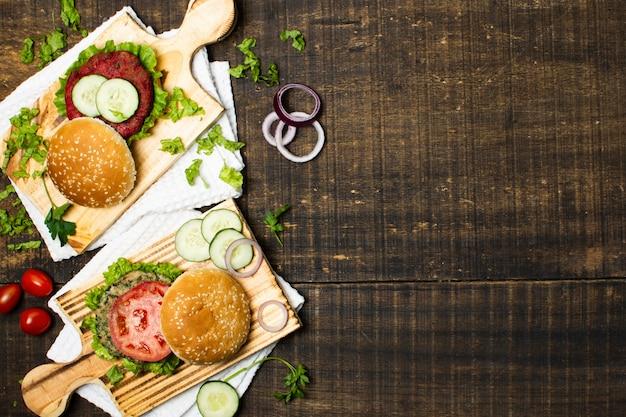 Cornice vista dall'alto con cibo sano e copia-spazio