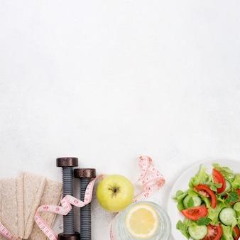 Cornice vista dall'alto con cibo sano