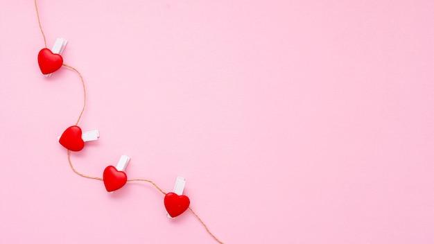 Cornice vista dall'alto con luci a forma di cuore e copia-spazio