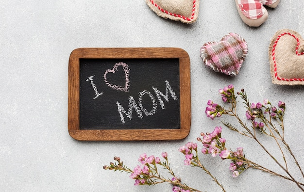 Cornice vista dall'alto con messaggio per madre