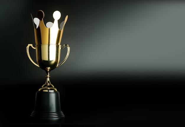 Corona dorata di cartone in cima al trofeo d'oro campione.