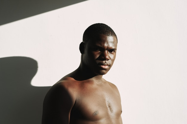 Corpo di moda maschile nero