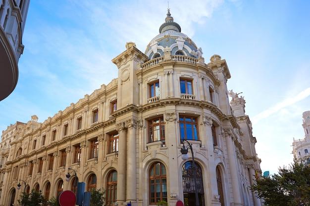 Correos della città di valencia che costruisce il quadrato di ayuntamiento