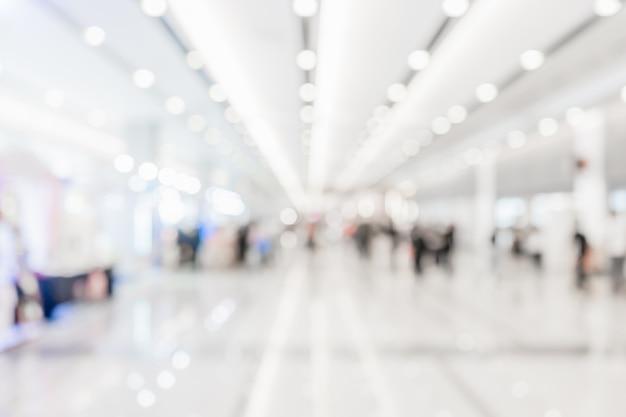 Corridoio o hall bianco vago estratto per fondo.