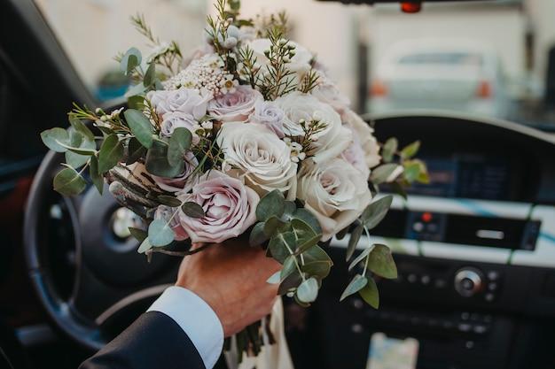 Corriere consegna fiori fortunati
