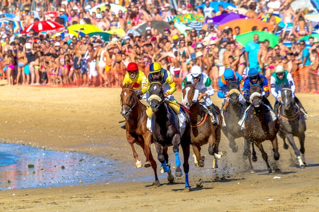 Corsa di cavalli su sanlucar di barrameda