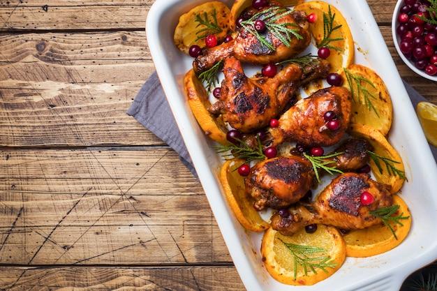 Cosce di pollo al forno con arance e mirtilli rossi