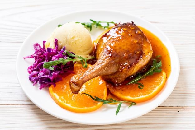 Coscia d'anatra con salsa all'arancia