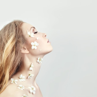 Cosmetici naturali per il viso, cura della pelle, idratazione della pelle