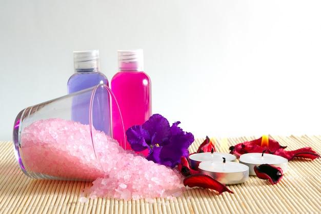 Cosmetici per il bagno e la cura del corpo, un insieme di trattamenti per il corpo