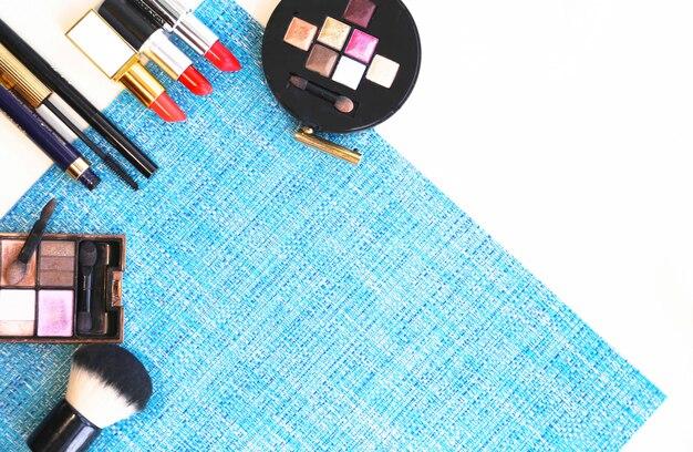 Cosmetici sul lino blu