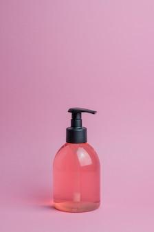 Cosmetici sul rosa. minimalismo. cura della pelle.