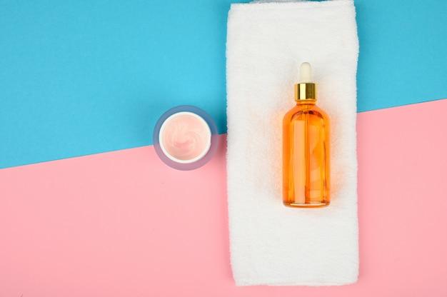 Cosmetici termali naturali. cura della pelle. posto per un'iscrizione. disteso.