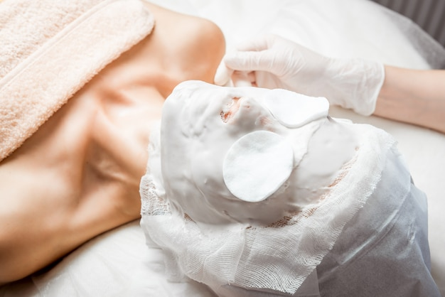 Cosmetologia dell'hardware. cura del corpo.
